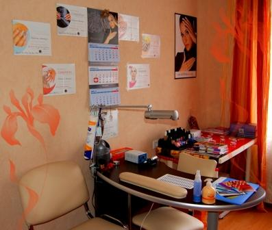 Фото рабочего места на дому мастера маникюра