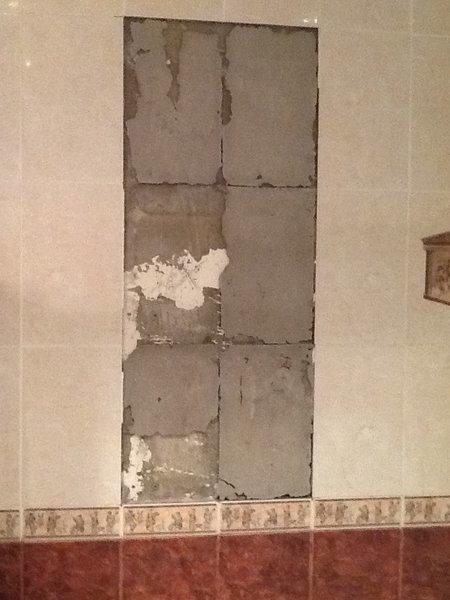 Почему отваливается плитка от стены