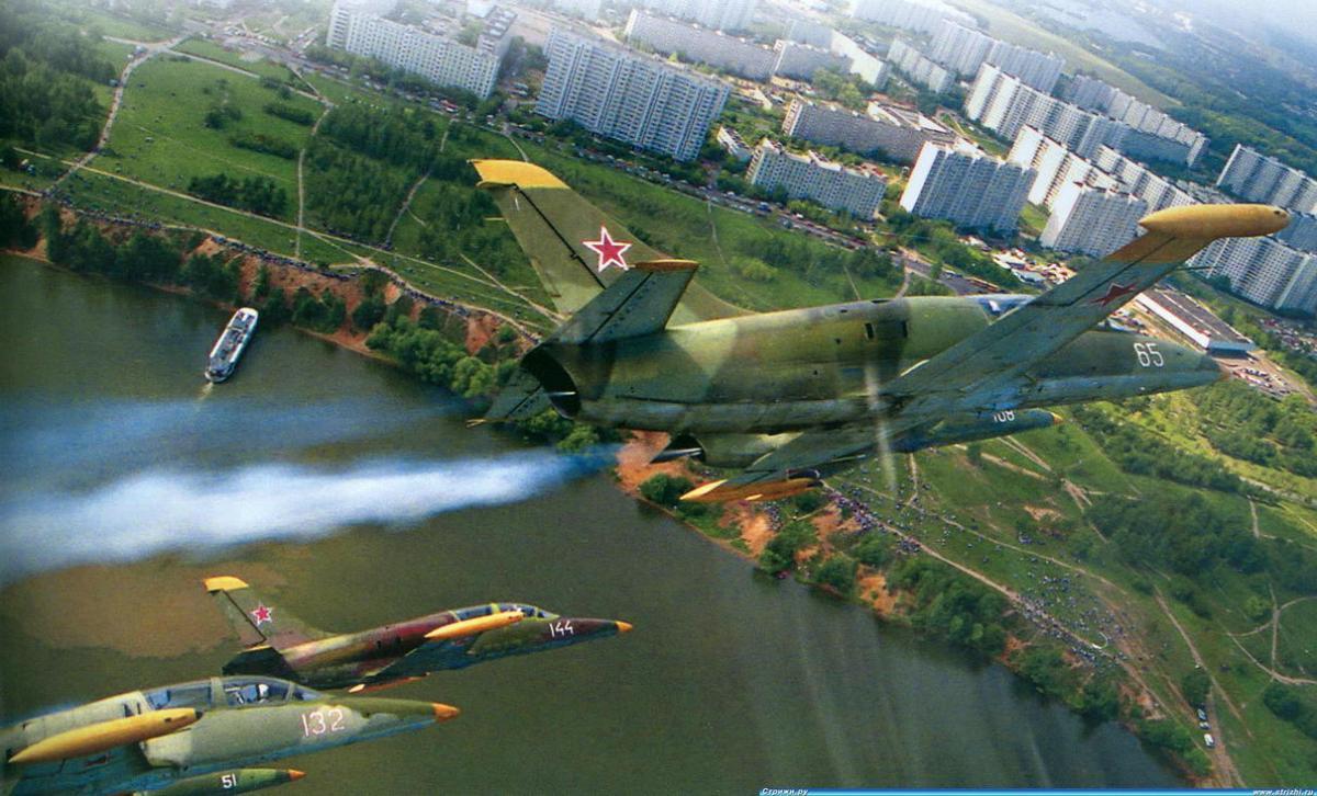 Л-39 над Тушино м.jpg